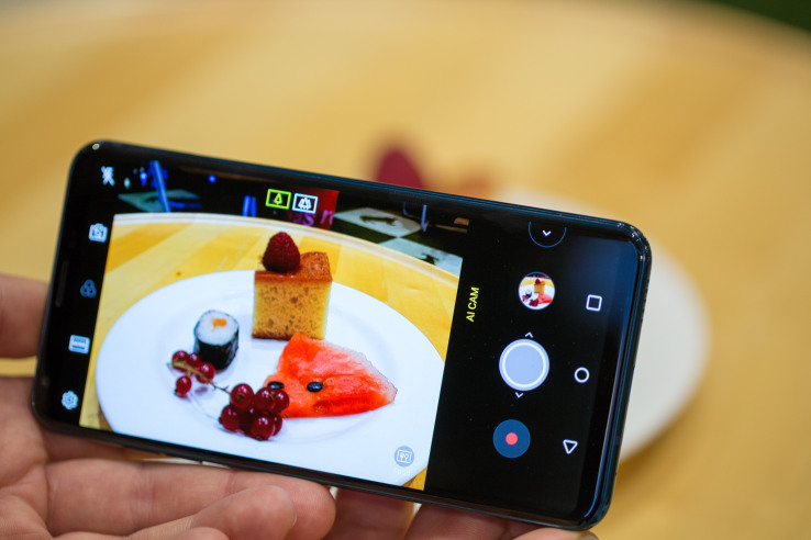 Lg Announces Vision Ai Camera For New 2018 V30 Smartphone: LG Turns To EyeEm To Add AI To Its Cameras…
