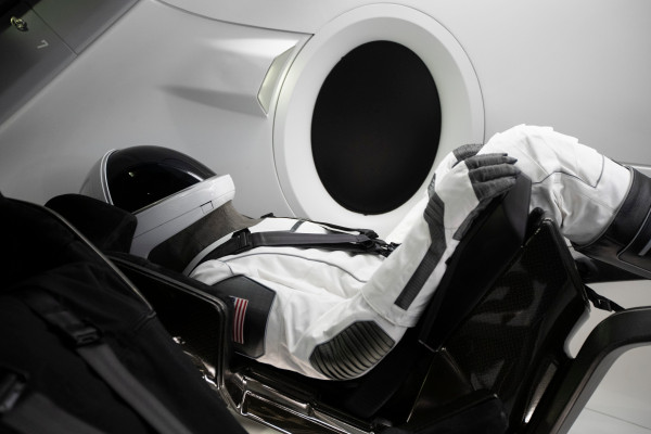 SpaceX and new partner announce space tourism launches on Dragon ...